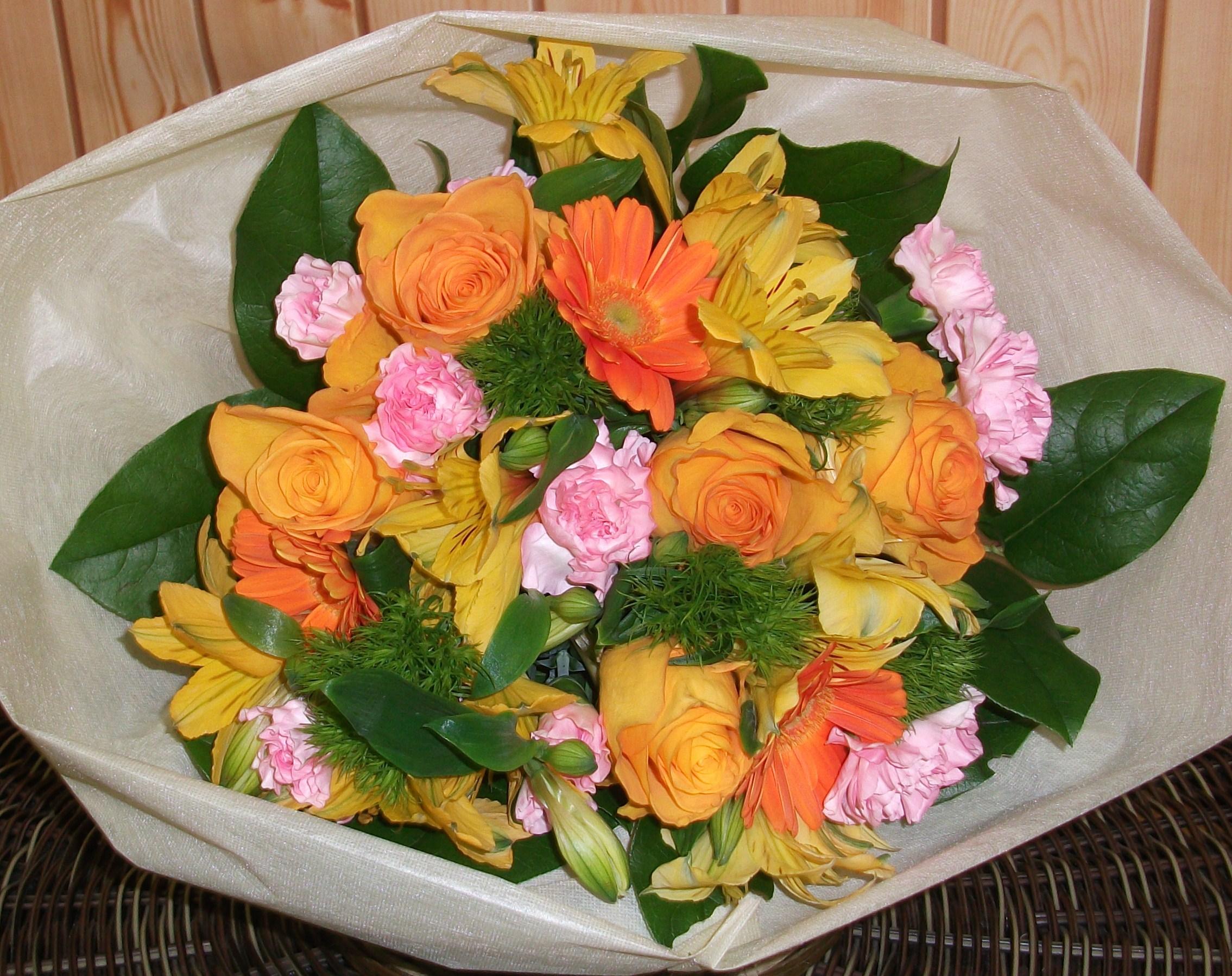 4200円のおまかせ春らしい花束